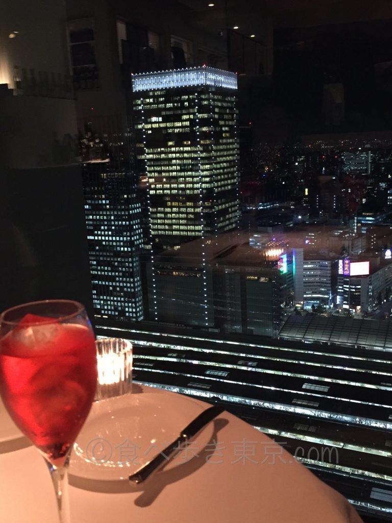 丸ビルのレストラン「オザミトーキョー」の眺望(夜景)