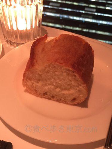 丸ビルオザミトーキョーのコース料理(パン)