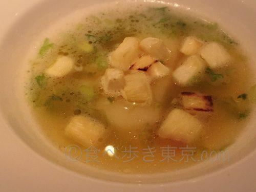 丸ビルレストラン「オザミトーキョー」のコース料理(スープをアップで)