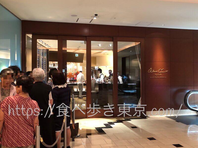 京王プラザグラスコート開店前の列