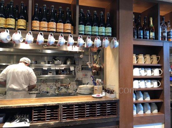 新宿タカシマヤレストラン「ブレッツカフェクレープリー」厨房